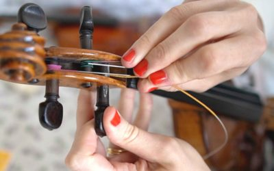 How to Replace your Violin Strings (close up and detailed) | Violin Lounge TV #419